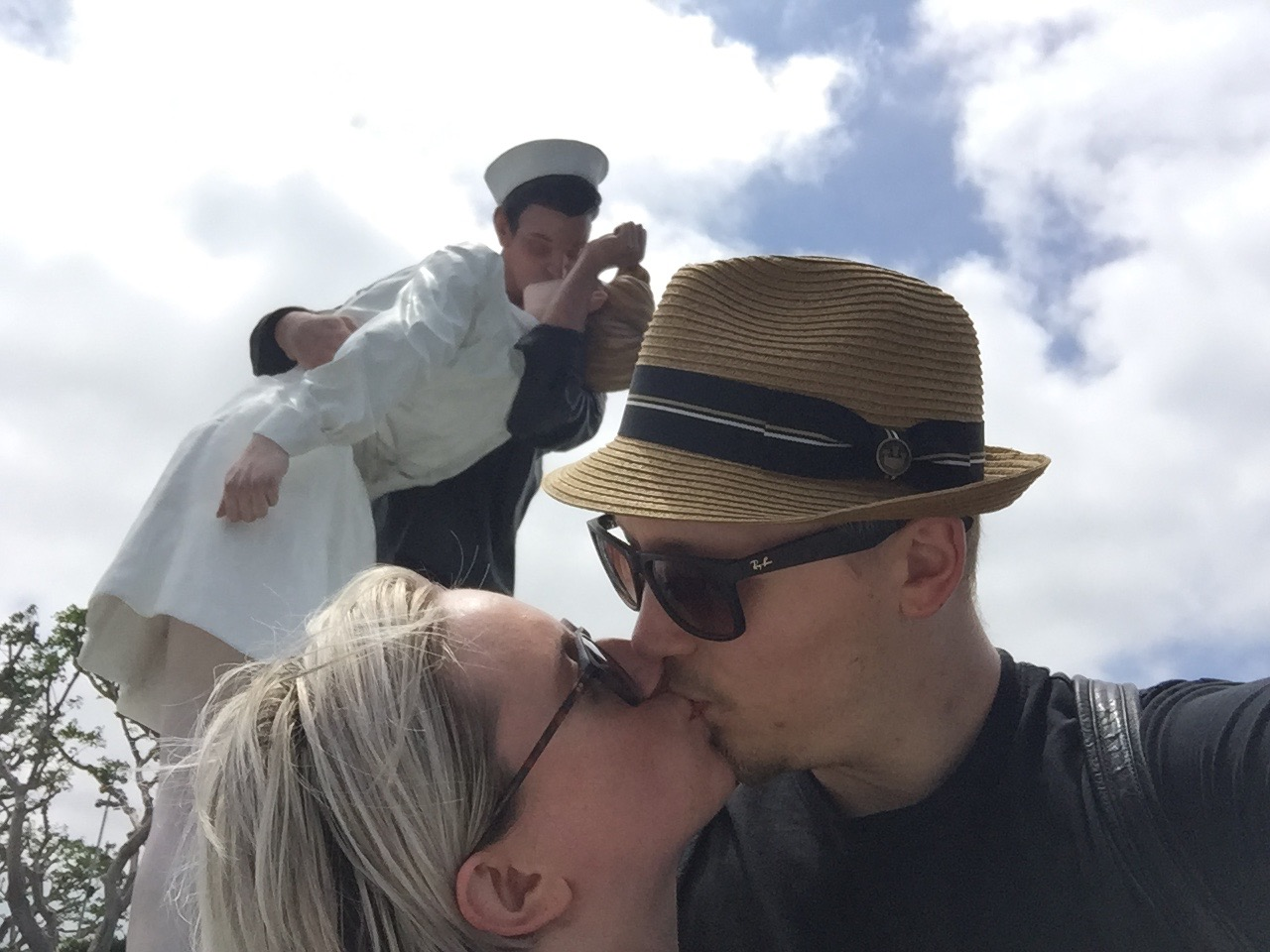 Unconditional Surrender Kissing statue San Diego